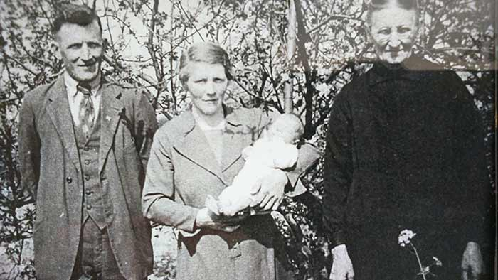 Jan, Maria en Willemien in ca. 1945